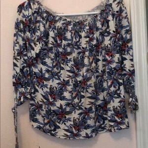Shirt with blue flowers